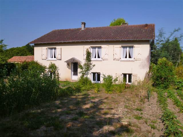 1980-style house with basement set in a small town in the green Perigord area, North Dordogne