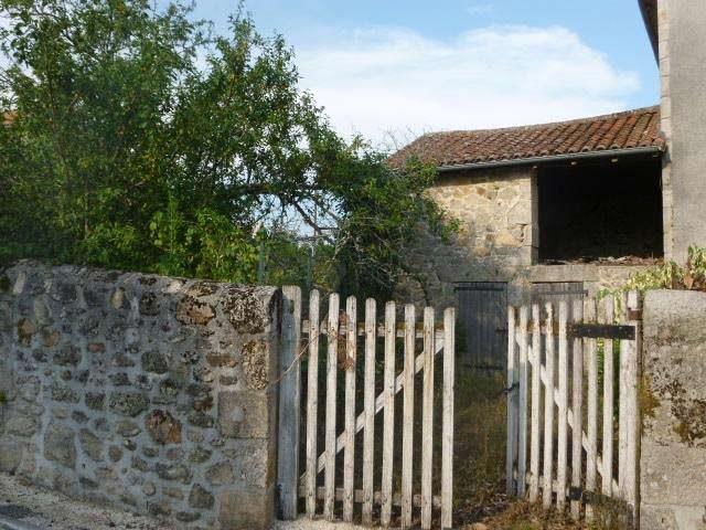 Village house, 2 beds, detached garden in North Dordogne