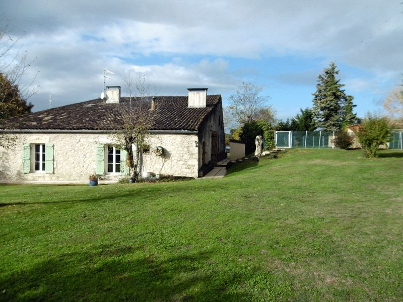 16th Century House with Gite, swimming pool, Bordeaux 1 hour