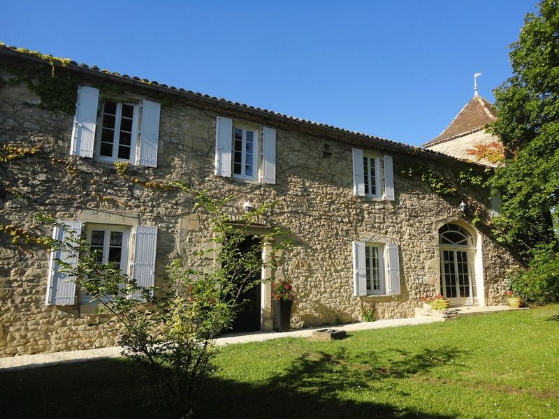 Magnificent Longère with Tower in the heart of a beautiful village