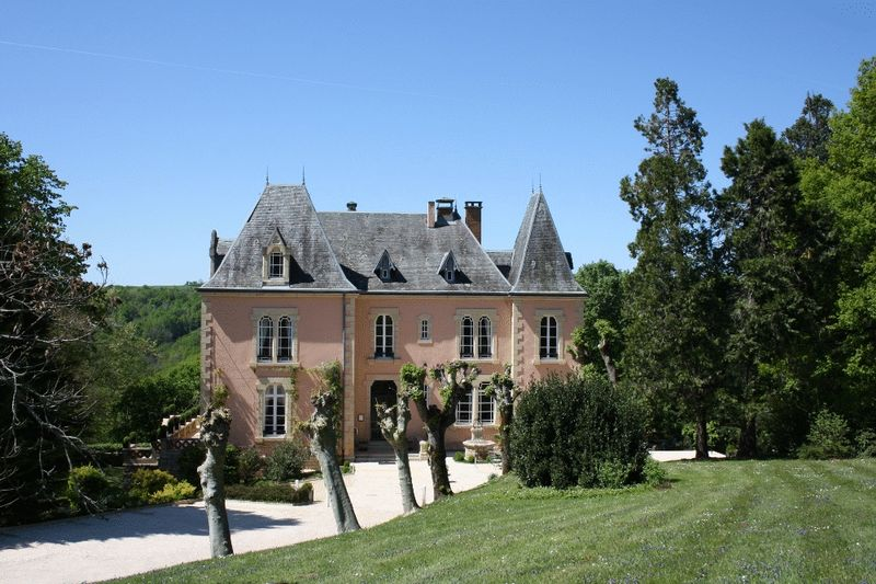 Romantic 7 bedroom chateau from the 14th century