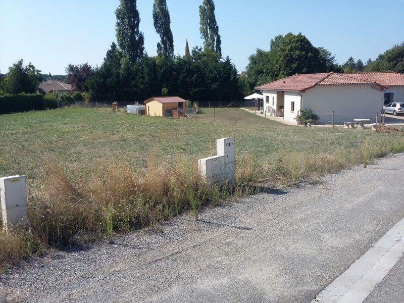 Building plot covering 1090m²