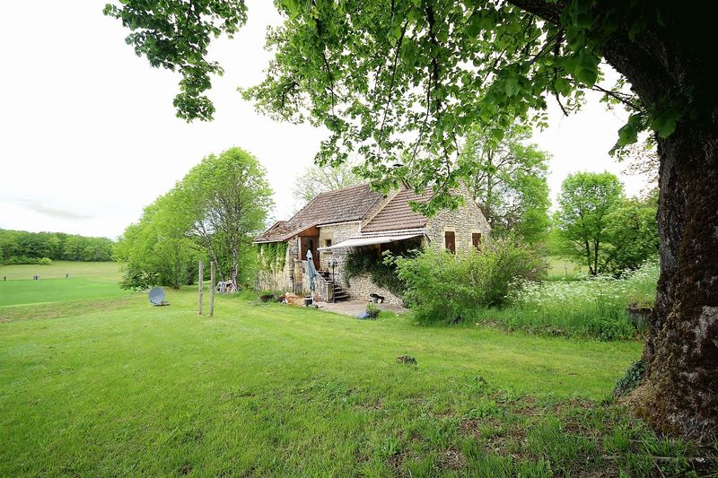 Fully renovated 2 bedroom stone cottage with lovely views