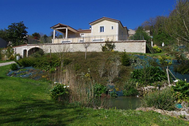 Contemporary house near Chateauneuf