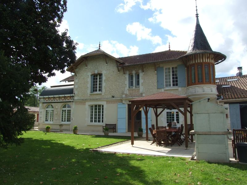 19th century manor with 3 guest cottages and 2 pools