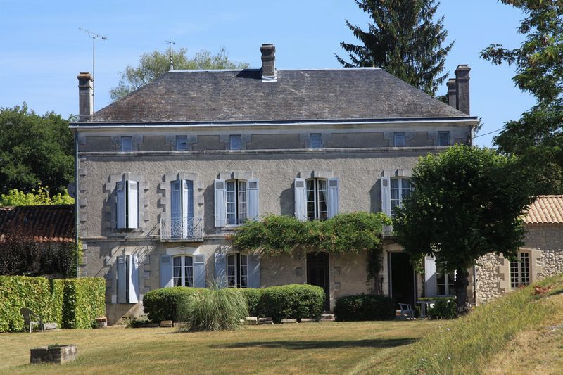 Lovely traditional Maison de Maitre with 3ha