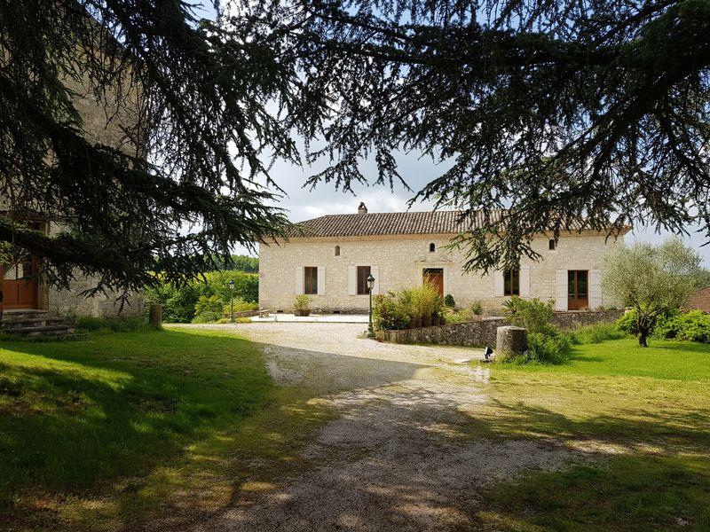 Superb stone ensemble with maison de maître, guest cottage, gîte, equestrian element, pool and 8Ha
