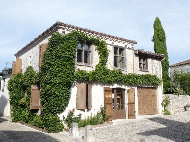 Beautiful stone house in the heart of one of the most beautiful bastides
