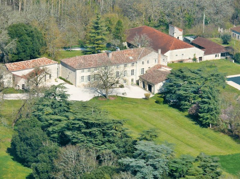 Exceptional 18th century estate in its equally exceptional environment of 39 hectares