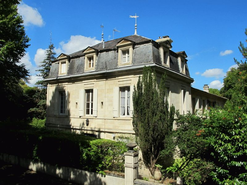 30 minutes to Bordeaux: 8 Beds + 4000m² grounds