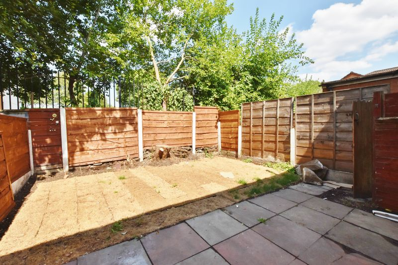 3 Bedroom Terraced House To Rent - Photo 3