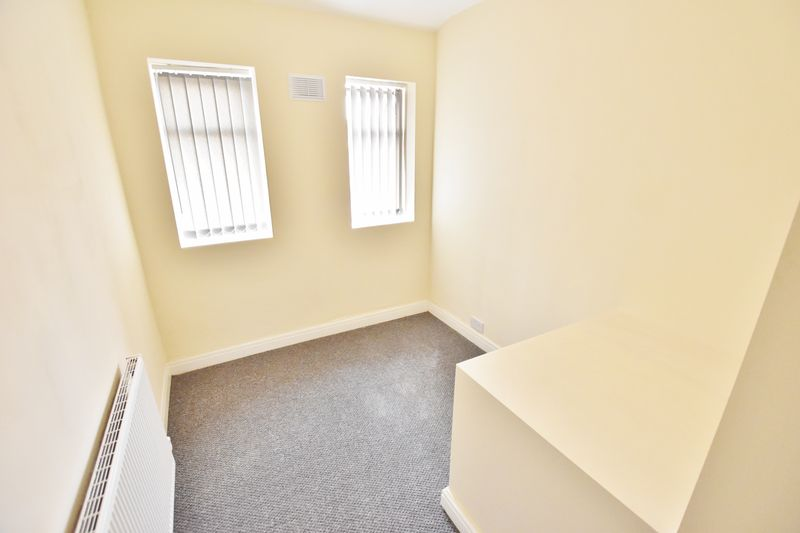 3 Bedroom Terraced House To Rent - Photo 9