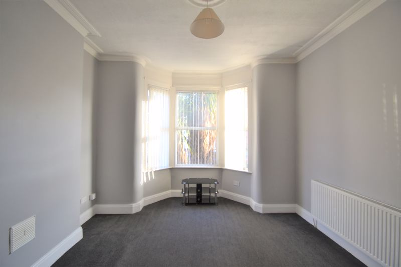 4 Bedroom Semi Detached House To Rent - Photo 8