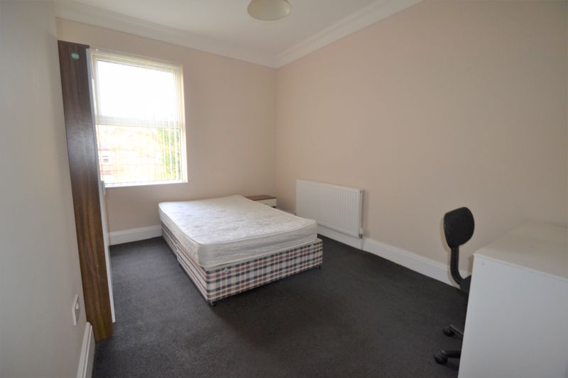 4 Bedroom Semi Detached House To Rent - Photo 16