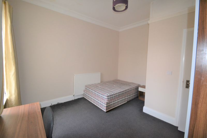 4 Bedroom Semi Detached House To Rent - Photo 21