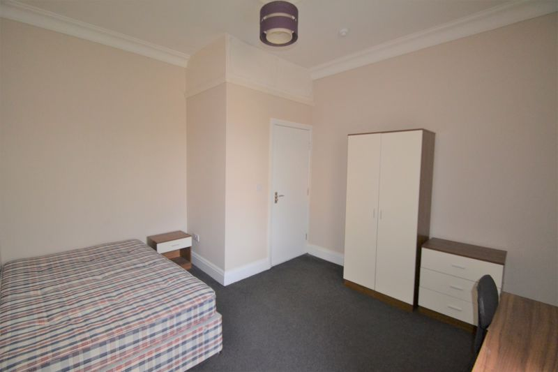 4 Bedroom Semi Detached House To Rent - Photo 22