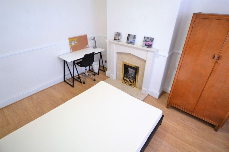 3 Bedroom Terraced House To Rent - Photo 11