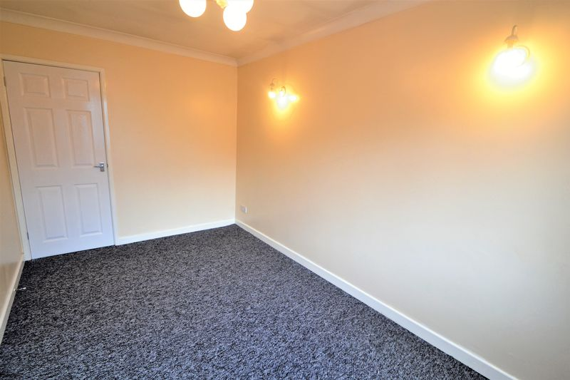 4 Bedroom Semi Detached House To Rent - Photo 3