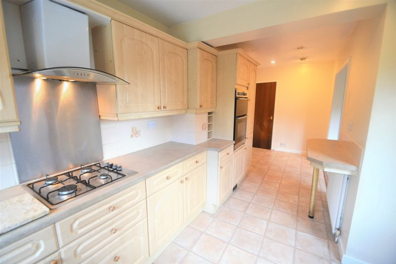 4 Bedroom Semi Detached House To Rent - Photo 6