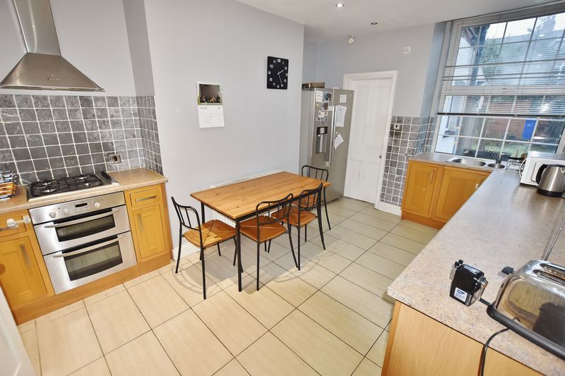 5 Bedroom Terraced House To Rent - Photo 5