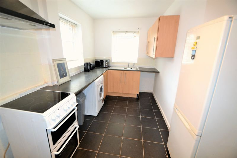 4 Bedroom Terraced House To Rent - Photo 5