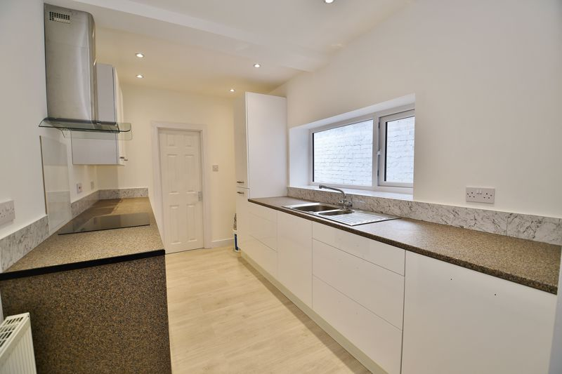 3 Bedroom End Terrace House To Rent - Photo 3