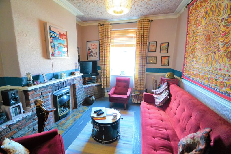 2 Bedroom Terraced House To Rent - Photo 2