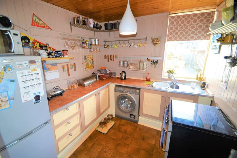 2 Bedroom Terraced House To Rent - Photo 6