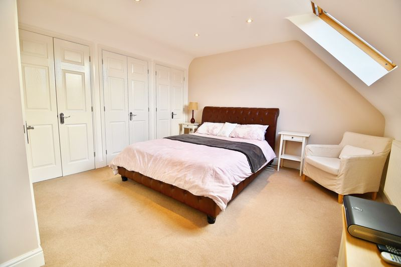 6 Bedroom Detached House For Sale - Photo 1