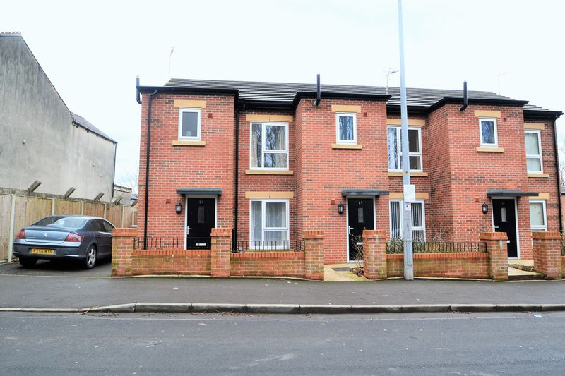 3 Bedroom End Terrace House To Rent - Photo 1
