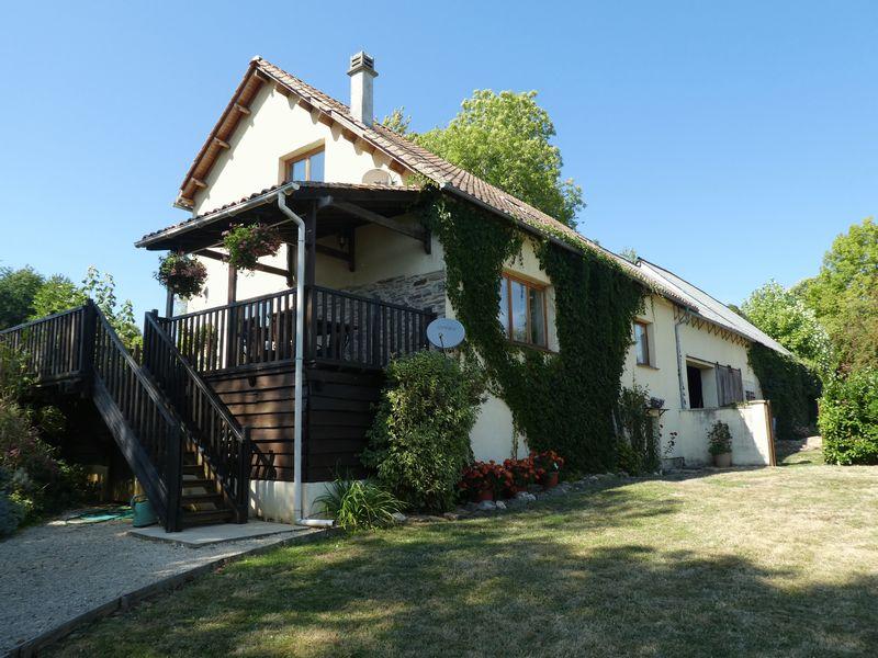 Deux maisons avec 11.5 hectares de terrain