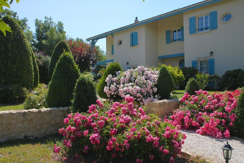 Gîtes, bed and breakfast, studio, pool and view