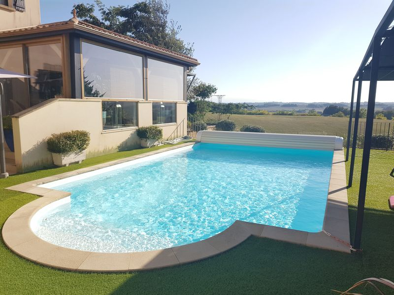 Amazing modern property with swimming pool and far reaching views