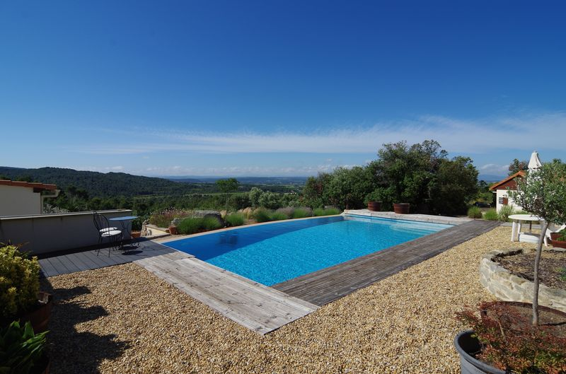 Domaine for sale in Hérault, with main house, studio, gîte and a swimming pool