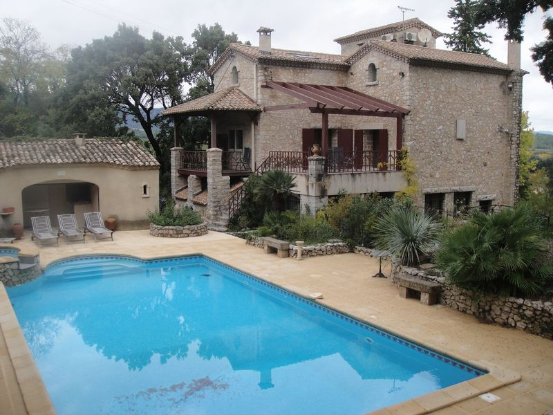 Impressive property with historic details, cellar and pool