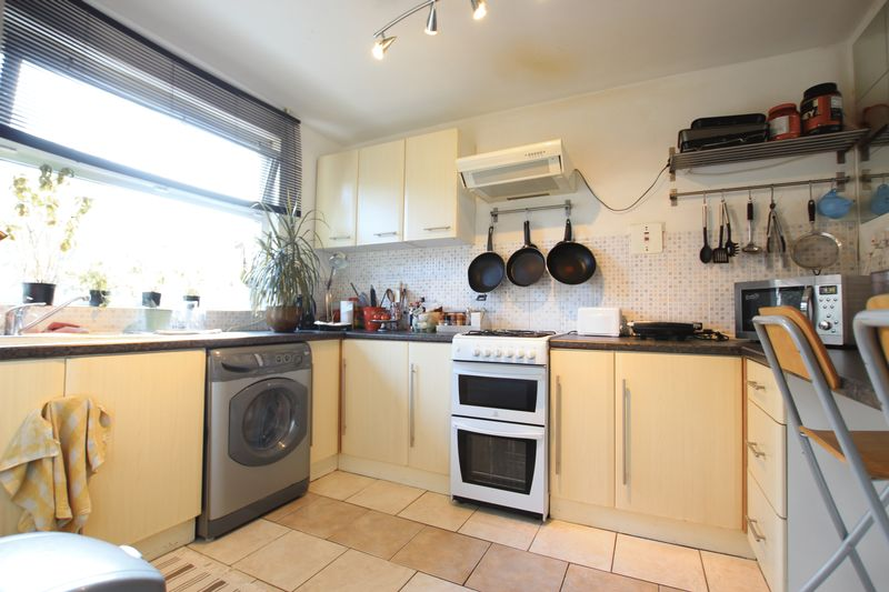 Double room in a 3 bed flat share