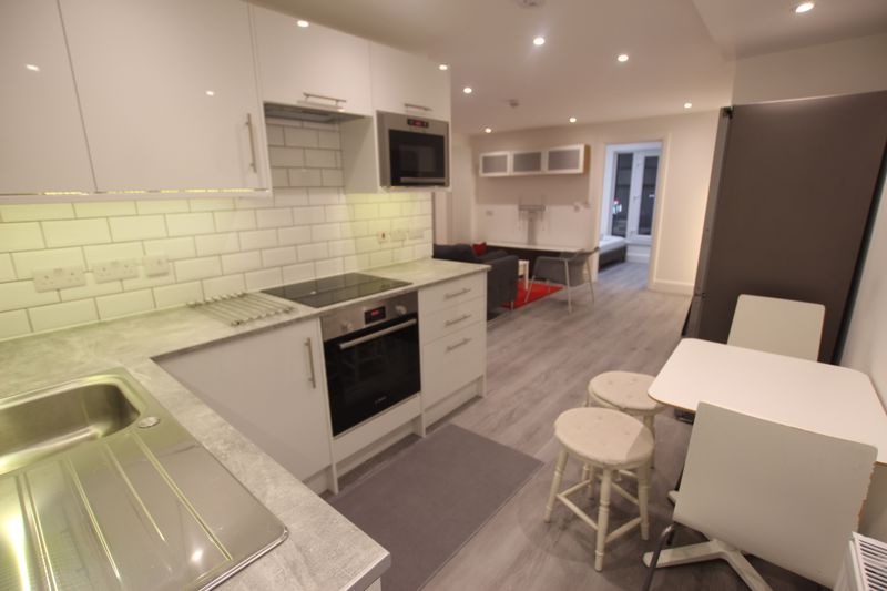 Newly refurbished One Bedroom Flat to rent - SE5