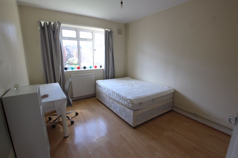 Large Double Room- Kilburn Vale, London