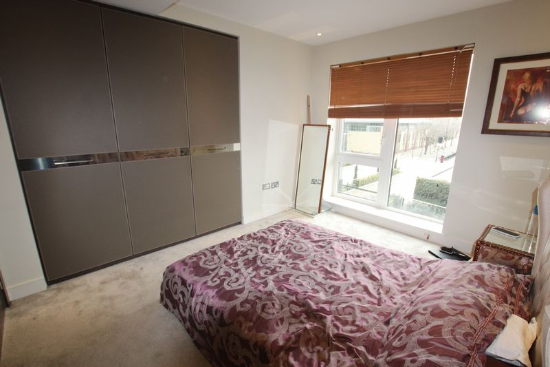 Double Bedroom Apartment to Rent in Flat Share - W6