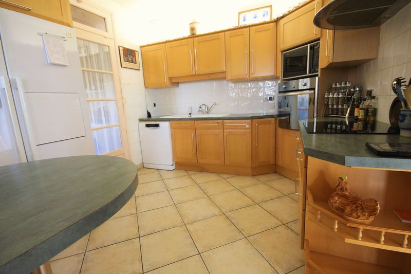 Beautifully presented home with an independant apartment and a pool