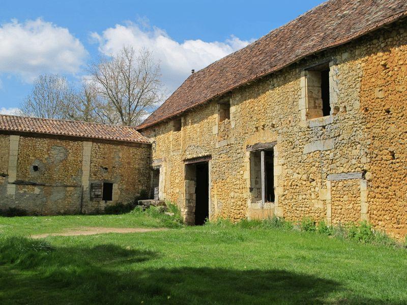 Private manor house in delightful location