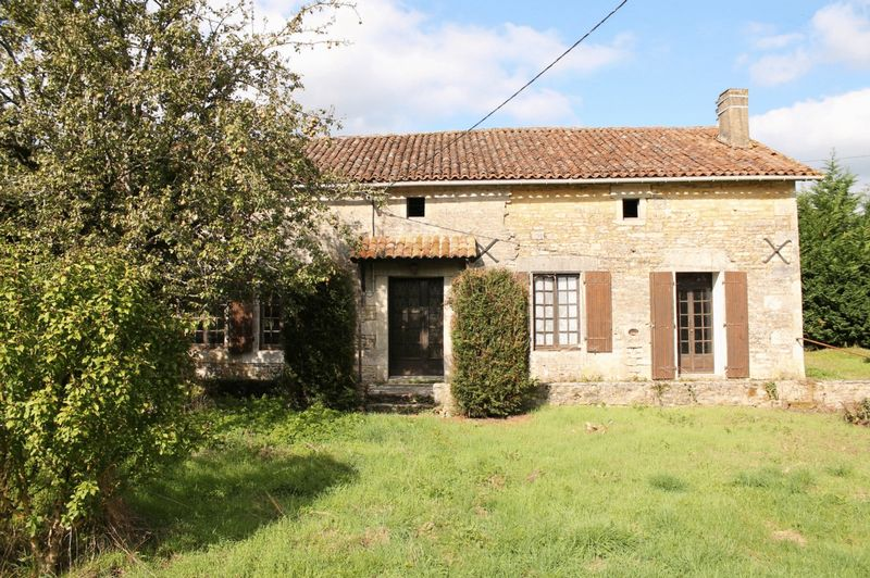 Detached country house in good structrual condition