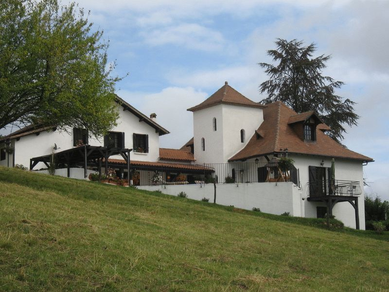 Spacious family character property in a hamlet in Dordogne countryside