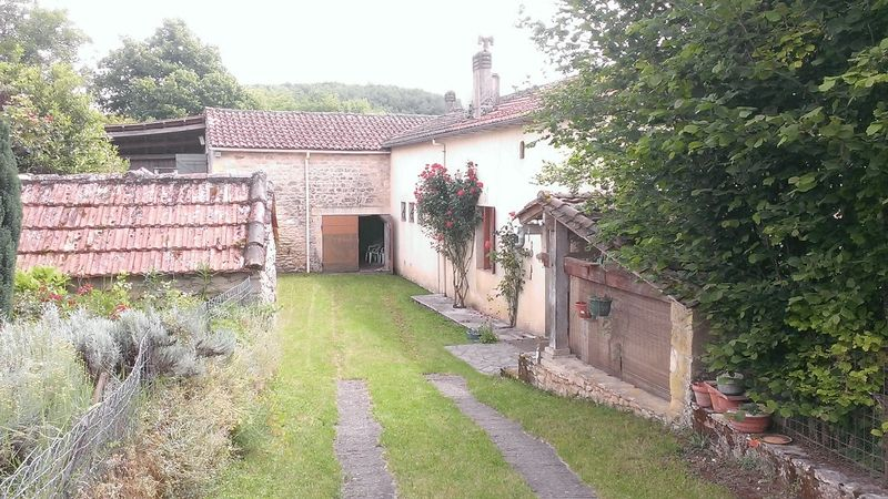 Small farmhouse to refurbish with barn and 1800 m² garden