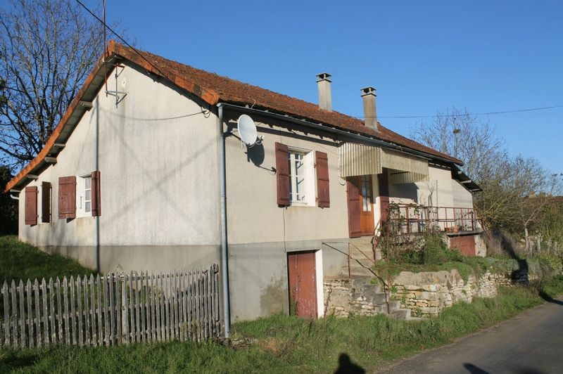 House with lovely views, 3-beds on land of 2000m2