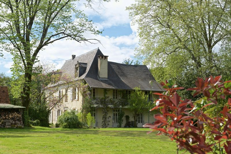 Stunning manor house and independent gite