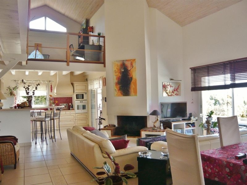 Wonderful home with lovely views of Pyrenees