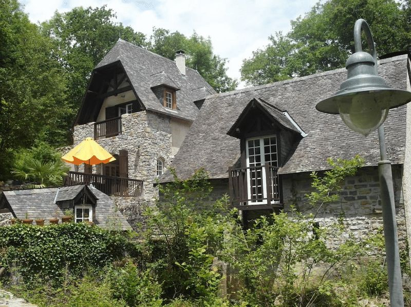 Stunning watermill, gite and 2h of land. Haven of peace and tranquility