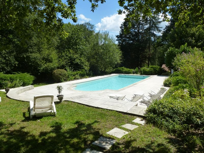 Stunning home with pool and hectare of land. Idyllic location