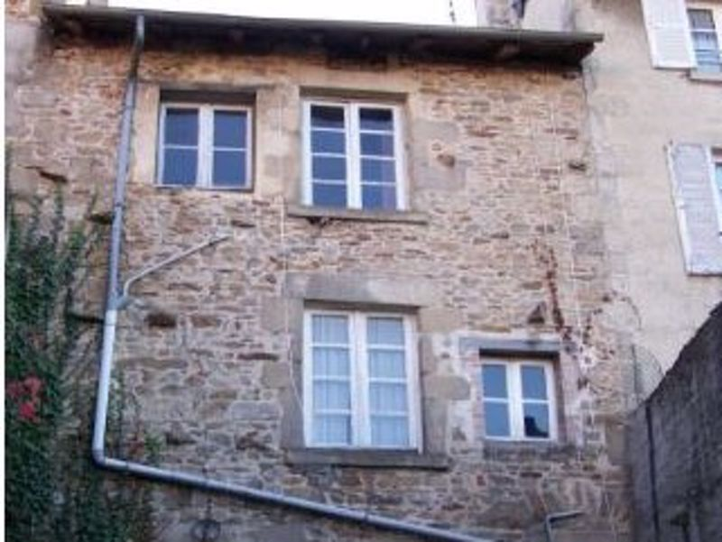 Town house with massive potential and small price